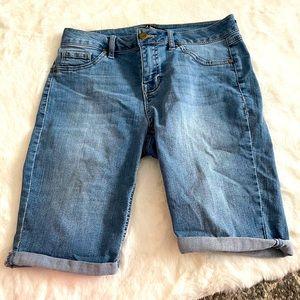 🦀2/$25 d.jeans Bermuda Jean Shorts